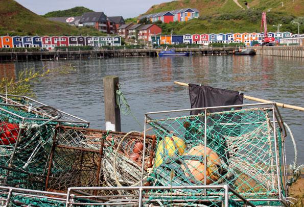 Wahrzeichen von Helgoland: Die kunterbunten Hummerbuden am Hafen. (Foto: Karsten-Thilo Raab)