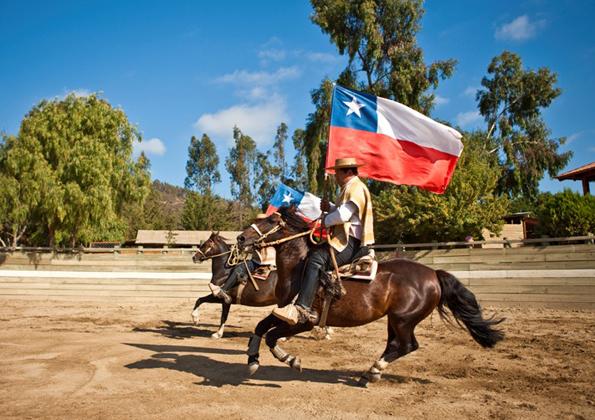 """Umzüge der """"Huasos"""", der chilenischen Rodeoreiter, sind traditioneller Teil des Nationalfeiertages."""