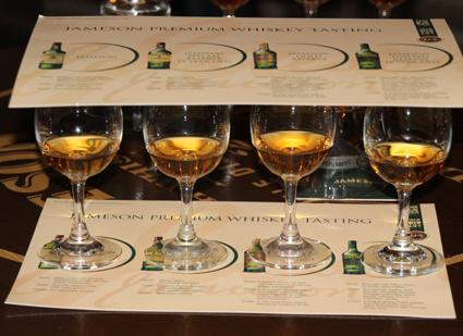 In vielen Destillerien werden auch Vergleichtest angeboten, um echte Whisky-Kenner zu ermitteln. (Foto: Karsten-Thilo Raab)