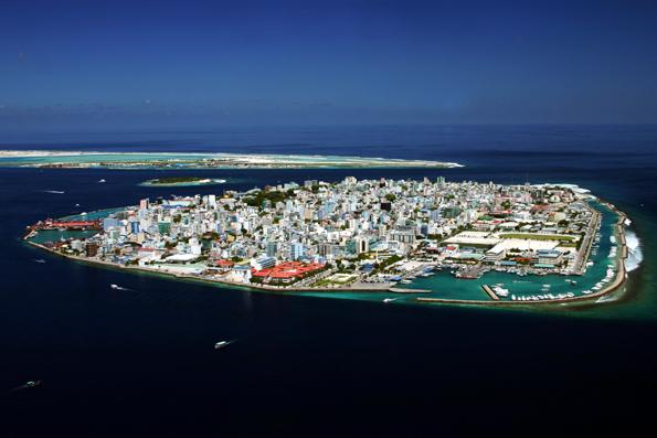 Nicht nur aus der Luft überaus übersichtlich: Maöé, die Hauptstadt der Malediven. (Foto Shahee Ilyas)