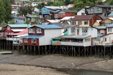 Blick auf Palafitos en Castro (Foto: Alastair Rae)
