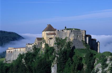 Thront maerisch über der Stadt: Das Schloss Joux in Pontarlier.