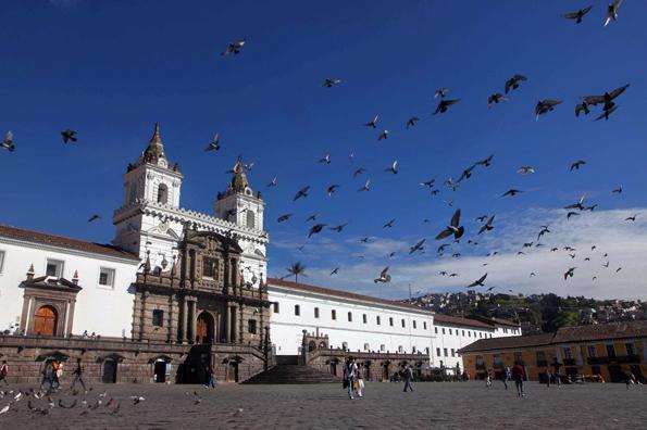 Die Altstadt von Ecuadors Hauptstadt Quito - hier ein Blick auf die Plaza San Francisco - war das erste UNESCO Weltkulturerbe überhaupt.