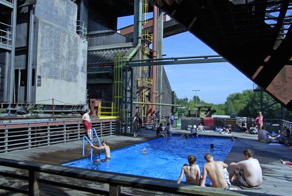 Pack die Badehose ein: Das Werksschwimmbad auf Zollverein öffnet kostenfrei vom 3. August bis 15. September. (Foto: Rainer Halama)