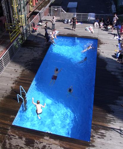 Das Schwimmbad auf Zollverein gehört zweifelsohne zu den ungewöhnlichsten Badeplätzen in Deutschland. (Foto: Rainer Halama)