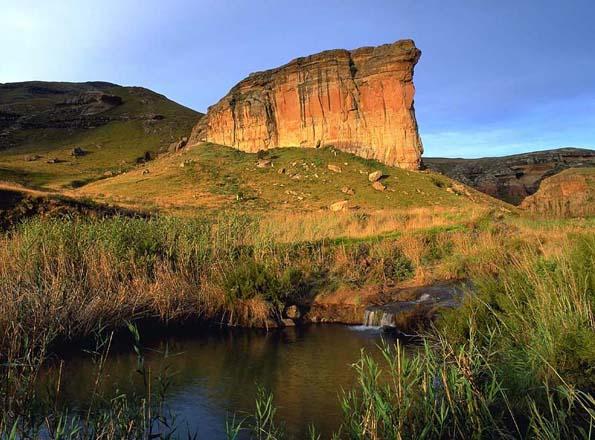 Markante Landschaftsmark im Free State: Der Titanic Rock im Golden Gate Highland National Park.