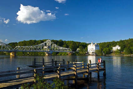 Der Connecticut River vor dem Goodspeed Opera House. (Foto: Connecticut Office of Tourism)