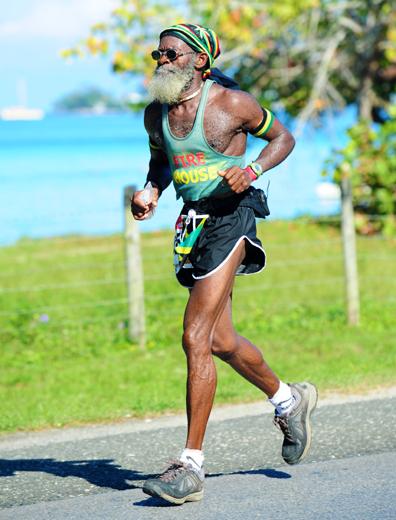 Coole Musik und coole Läufer prägen den Reggae Marathon auf Jamaika. (Foto Errol Anderson)