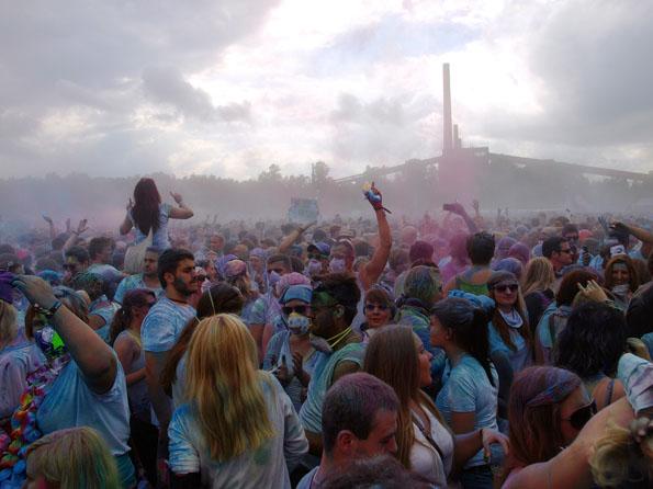 Farbregen bringt Segen - vor allem aber jede Menge Spaß bei guter Musik. (Foto: Tedda Roosen)