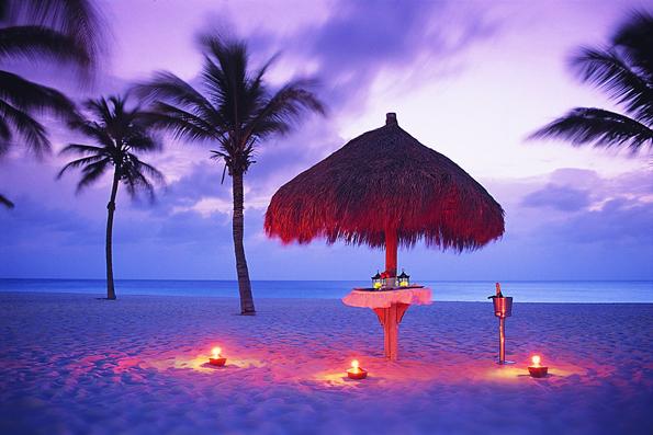 Traumstrände und Feierlaune prägen das Leben auf der Karibikinsel Aruba, dem One Happy Island.