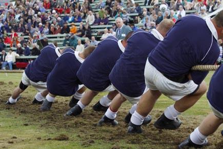 Für starke Männer: Das traditionelle Tauziehen bei den Highland Games in Braemar. (Foto: Udo Haafke)