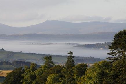 Ein Traum in Nebel gehüllt: Die schottischen Torphins. (Foto: Udo Haafke)