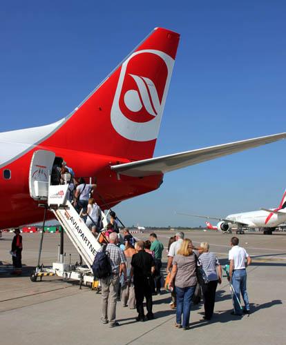 Wenn die Flugstrecke weniger als 1.500 Kilometer beträgt, kann dem Fluggast eine zweistündige Verzögerung  zugemutet werden (Foto: Karsten-Thilo Raab)