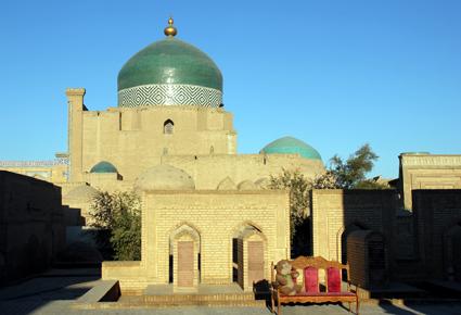 Pilgerstätte und Wahrzeichen zugleich: Das Pachlawan-Machmud-Mausoleum. (Foto: Karsten-Thilo Raab)
