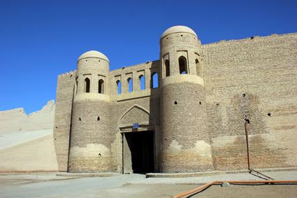 Das Tosh Darvoza, das Südtor, eines von vier Portalen in der Stadtmauer. (Foto: Karsten-Thilo Raab)