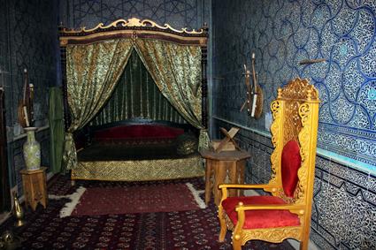 Blick in das Schlafgemach des Khans im Harem des Tosh Hovli Palastes. (Foto: Karsten-Thilo Raab)