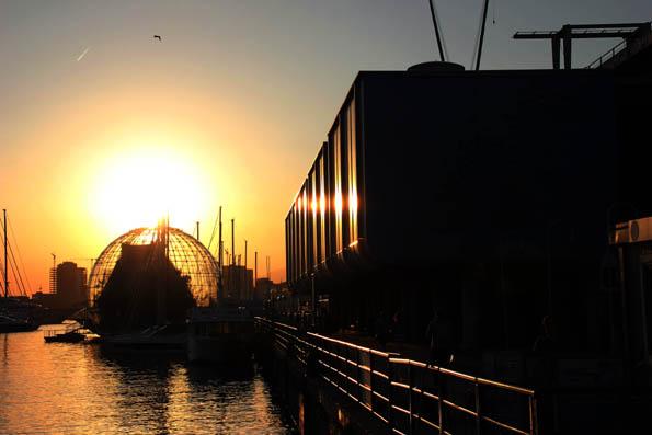 Nicht nur in der Abendsonne stimmungsvoll und beeindruckend: Der Porto Antico in Genua. (Foto: Karsten-Thilo Raab)