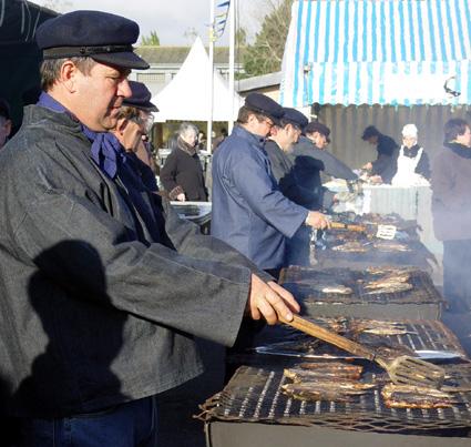 Beim Heringfest - wie hier in Etaples-sur-Mer - lässt sich der Fisch natürlich in zahlreichen Varianten kosten.
