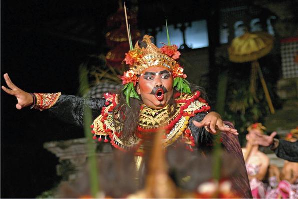 Traditionelle Tänze sind ein lebendiger Teil der indonesischen Kultur.