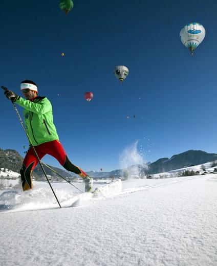 Mit über 140 km Loipen ist der Kaiserwinkl eines der herausragenden Langlaufgebiete Österreichs, doch auch Skifahrer und Snowboarder finden hier ideale Bedingungen vor. Auf dem Unterberg, dem Hausberg von Kössen, steht den Skiläufern 30 km Pisten zur Verfügung.