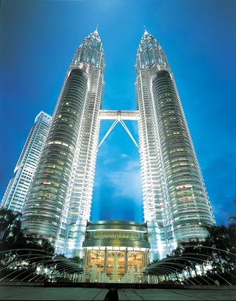 Wahrzeichen und bekannteste Landmarke in Kuala Lumpur: Die Petronas Towers.