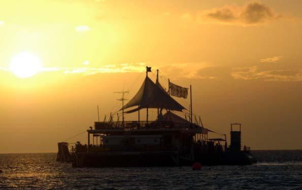 Direkt am Heart Reef inmitten des Great Barrier Reef bietet ein Ponton eine ungewöhnliche Schlafstätte für Naturliebhaber und Abenteurer.