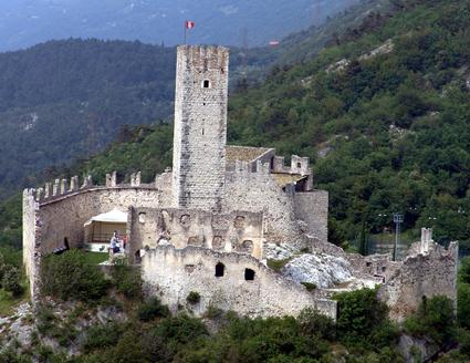 Imposant: Die Ruine von Schloss Drena. (Foto: Patrizia Matteotti)