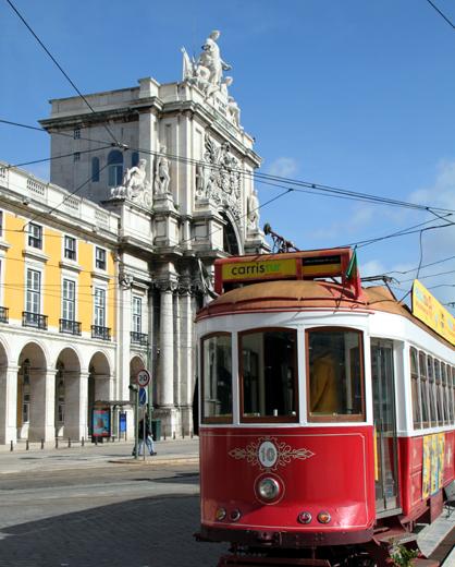 Auf ihrer Fahrt durch Lissabon rollt die 28 an den markantesten Sehenswürdigkeiten der portugieischen Hauptstadt    vorbei. (Foto: Karsten-Thilo Raab)