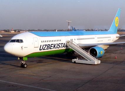 Die nationale usbekische Airline verbindet Urgench mit der Hauptstadt Tashkent. (Foto: Karsten-Thilo Raab)