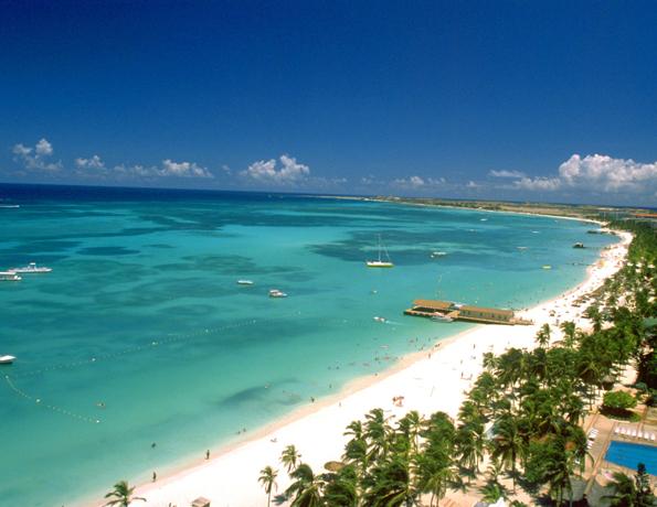 Strandbesuch statt Verwandtenbesuch heißt es in der Weihnachtszeit auf Aruba.