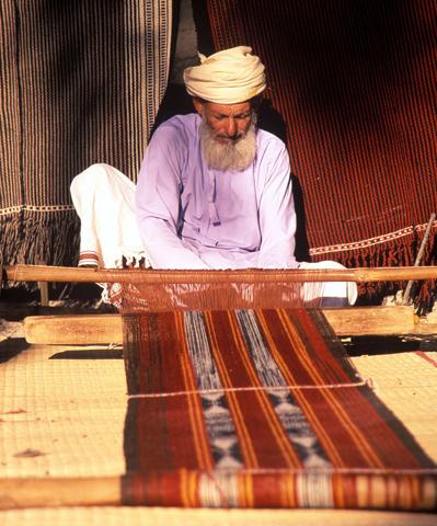 Im Freilandmuseum in der Region Ad Dakhiliyah können Besucher traditionelles Beduinenhandwerk bewundern. (Foto: djd)
