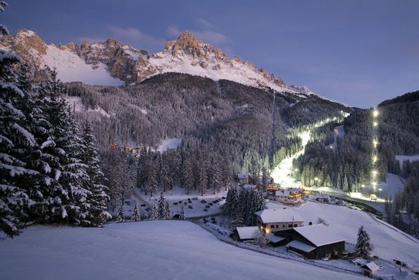 Einige Pisten der traditionsreichen Skigebiete im Eggental sind auch abends geöffnet. (Foto: djd)