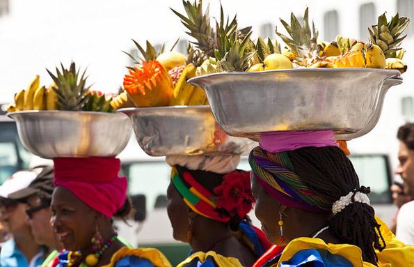 Reine Kopfsache: Das Tragen von frischem Obst. (Fotos Hasselkruss PR)