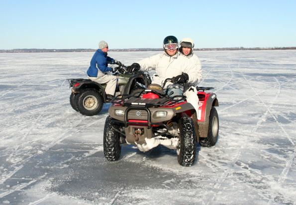Auch auf vier Rädern lässt sich mit einem Eis-Scooter die Seenlandschaft in Masuren erkunden. (Foto: Gospoda)