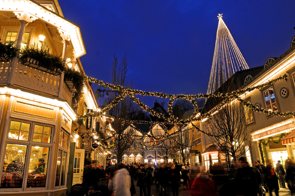 Liseberg, Skaninaviens größter Vergnügungspark, wird mit fünf Millionen Lichtern festlich illuminiert. (Foto: Göran Assner)