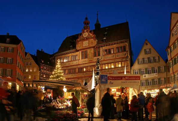 Großer Schokoladen Markt in der historischen Altstadt von Tübingen. Foto: Alexander Gonschior.