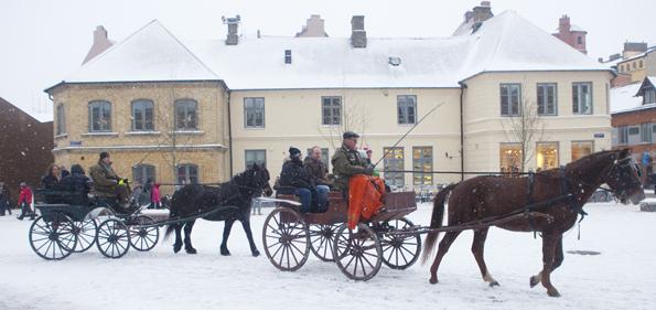 Eine historische Droschkenfahrt darf beim Thomanders Jul in Lund nicht fehlen.