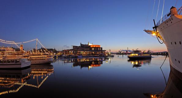 Nicht nur Göteborgs Hafen wirkt in den Wochen bis Weihnachten überaus stimmungsvoll. (Foto: Goran Assner)