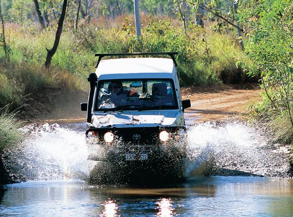 Geländegängig sollten die Fahrzeuge für die meisten Selbstfahrerrouten schon sein. Immer wieder gilt es Flüsse zu durchqueren.