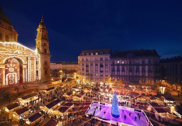 In der Vorweihnachtszeit präsentiert sich der Platz an der Basilika St. Stephan in Budapest von seiner schönsten Seite.
