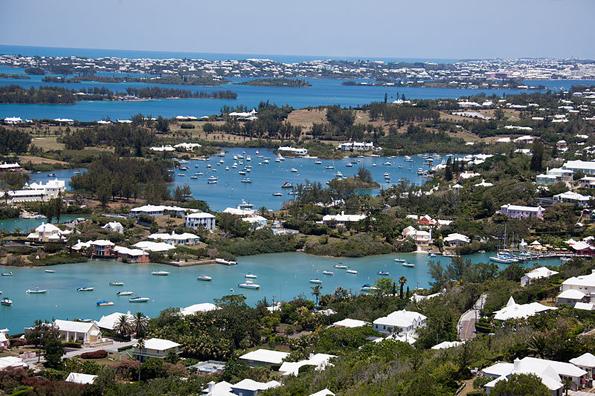 Blick auf die Inselwelt Bermudas vom Gibb Lighthouse.
