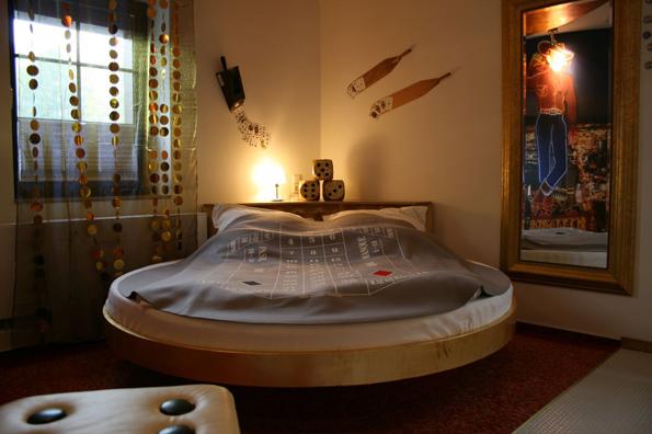 In der Las Vegas Suite lässt sich sogar im Bett bequem die Kugel geben.