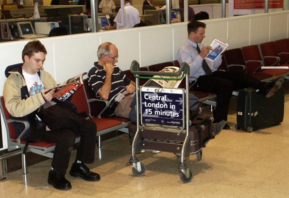 Für Wartende gibt es auf immer mehr Flughäfen auch interessante Alternativen zum Lesen und Dösen. (Foto: Karsten-Thilo Raab)