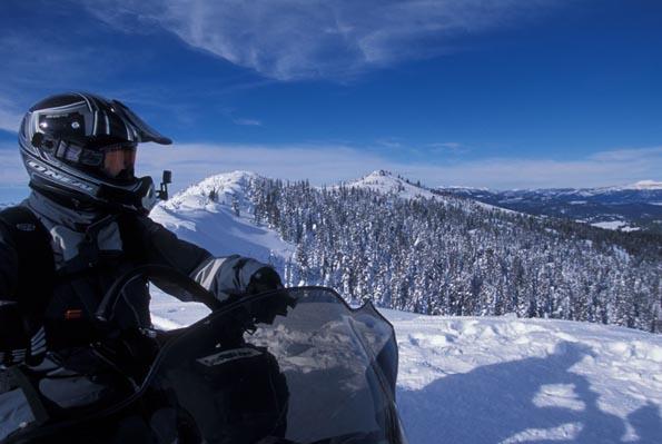 Auf motorisierten Schlitten lassen sich die Rocky Mountains im wahrsten Sinne des Wortes erfahren. (Foto: Donnie Sexton)