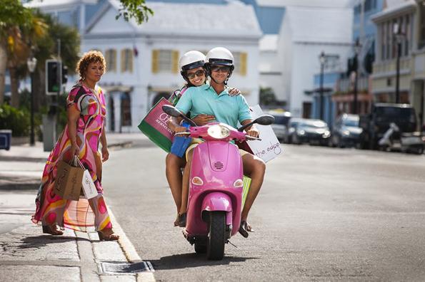 In einigen Hotels auf Bermuda bekommen die Gäste kostenfrei einen Motorroller zur Verfügung gestellt.