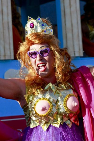 Je schriller das Outfit, desto größer scheint der Spaß auf den Straßen von Las Palamas. (Foto: Udo Haafke)