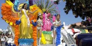 Aruba lässt die Puppen brennen: Großes Karnevasljubiläum auf der Karibikinsel