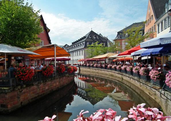 Die malerische Stadt Saarburg ist ein attraktives Ausflugsziel in der Ferienregion Saar-Obermosel. (Foto: djd)