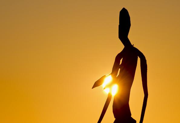 Auf dem Lake Ballard in Westaustralien werden  Skulpturen von Antony Gormley kunstvoll ins Licht gerückt. (Fotos Tourism Western Australia)