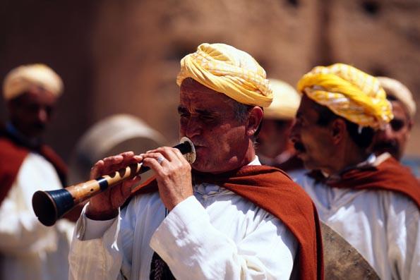 Auf dem Djemaa el Fna in Marrakesch geben Musiker Kostproben ihres Könnens.